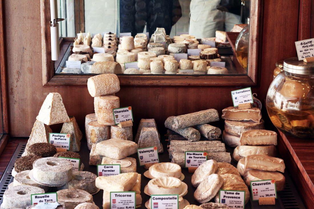 Brie, Camembert, Saint Maure
