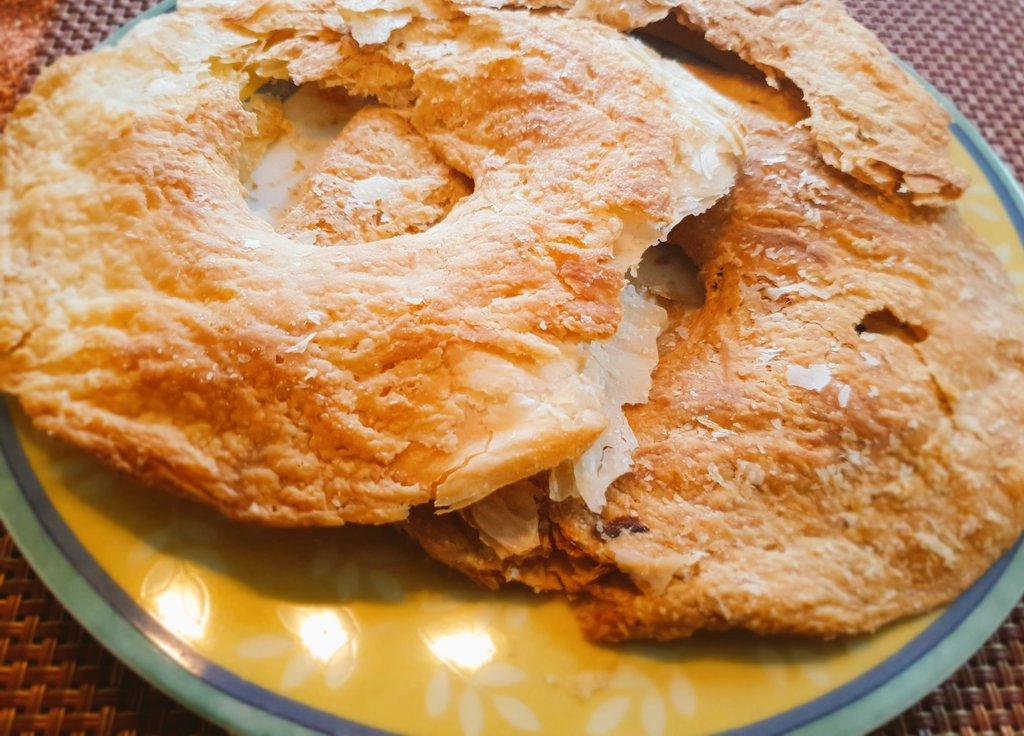 Flaky bakharkhani roti baked in an oven