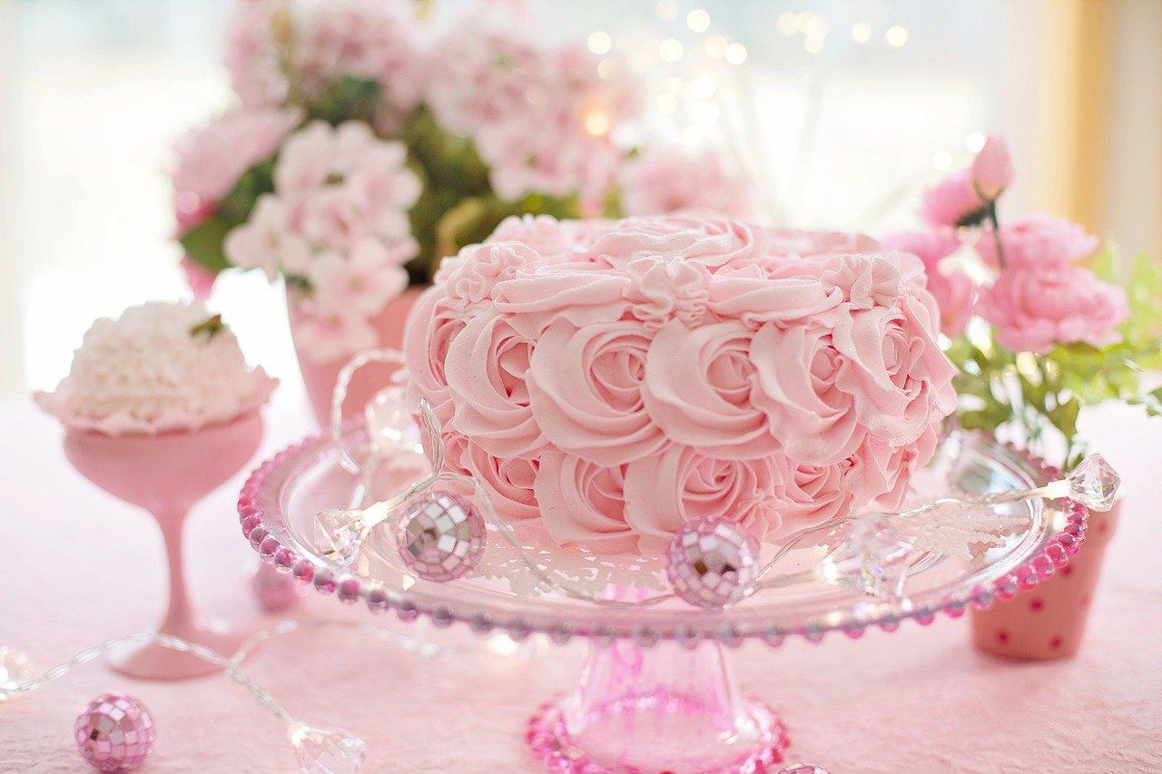 Valentine theme cake